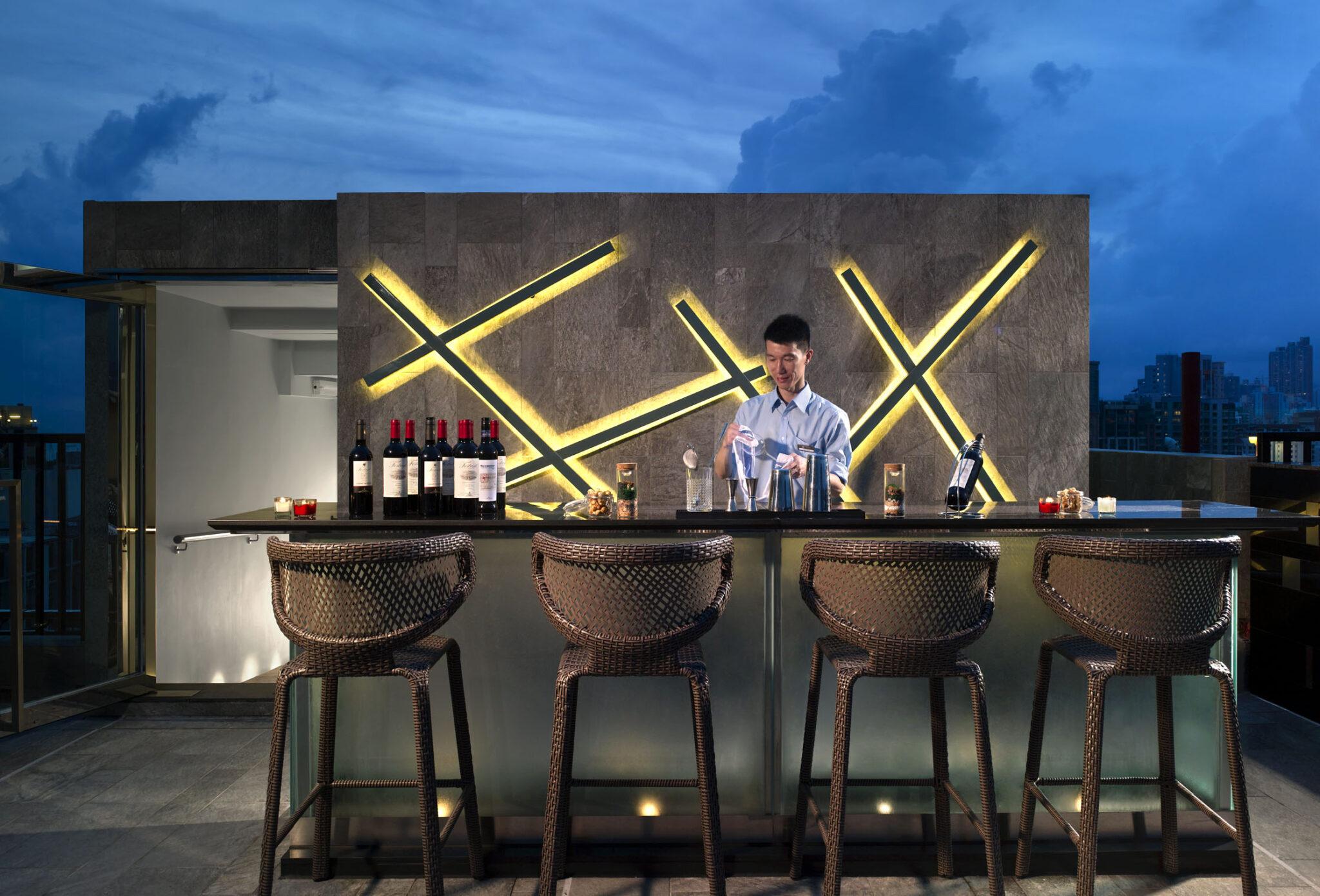 Popwayhotel-bartender
